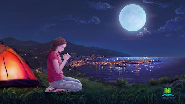 ein maedchen betet am Abend