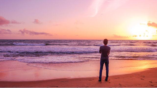 ein man am Meer