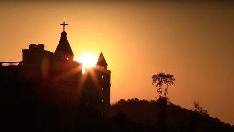 Warum segnet Gott nur die Kirche, die Sein Werk akzeptiert und Sein Werk befolgt? Warum verflucht Er religiöse Organisationen?