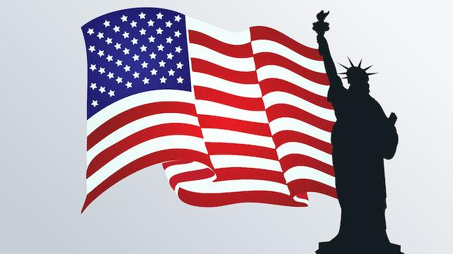 Amerikanische Flagge und Freiheitsstatue