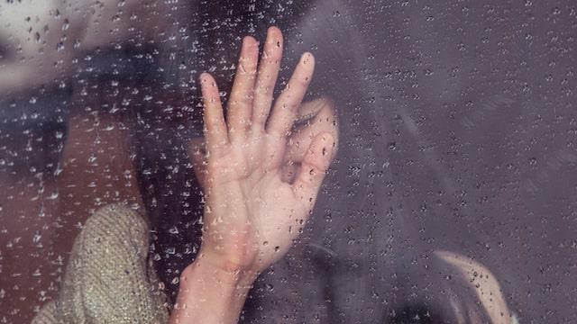 ein trauriges Mädchen