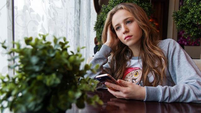 ein Mädchen traurig