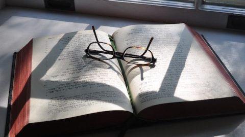 Warum wird Gott in vershiedenen Zeitaltern bei verschiedenen Namen genannt? Was sind die Bedeutungen von Gottes Namen?