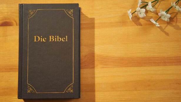 Wie nahm die Bibel Gestalt an? Welche Art von Buch ist die Bibel genau?